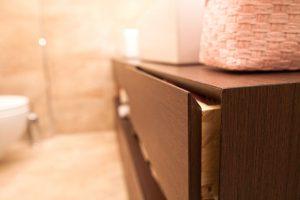 Dettaglio cassetto mobile bagno